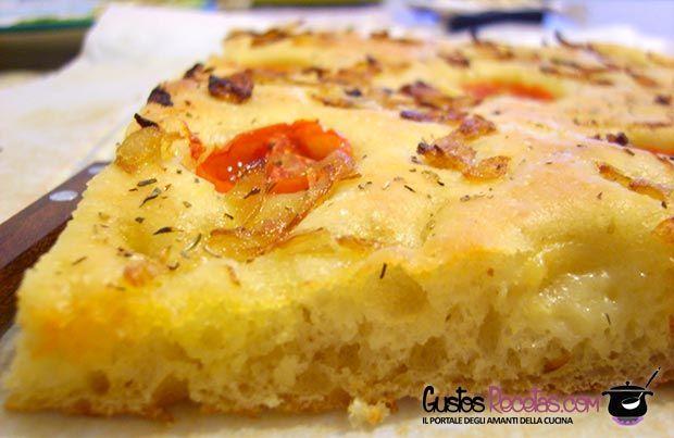 Focaccia di patate e pomodorini.