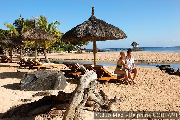 In de bosrijke omgeving liggen de twee stranden achter het beschermende koraalrif van Club Med La Plantation d'Albion op Mauritius.