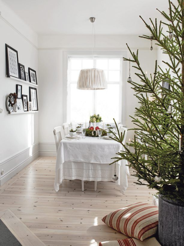 Scandinavian Rustic Vintage House Decorated For Winter | DigsDigs