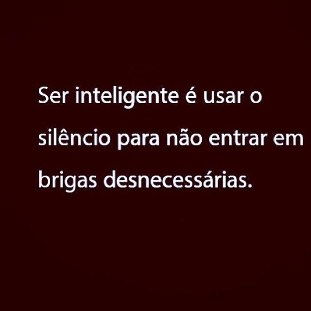 Ser inteligente é usar o silêncio para não entrar em brigas desnecessárias.