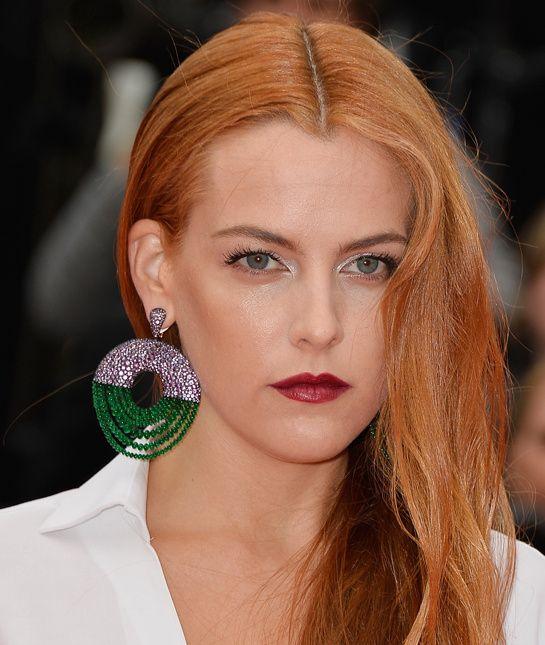 Riley Keough en De Grisogono http://www.vogue.fr/joaillerie/red-carpet/diaporama/les-plus-beaux-bijoux-du-festival-de-cannes-2014-parures-haute-joaillerie-diamants/18735/image/1002112