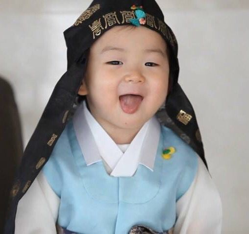 Minguk-aaa super cute!