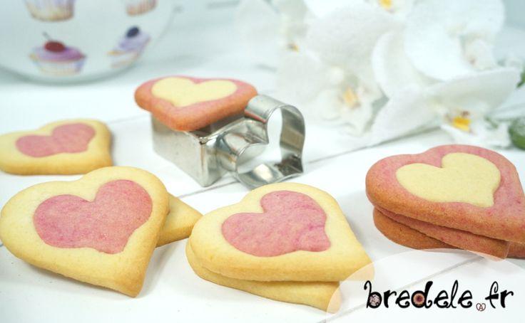 La recette des Sablés Coeurs Bicolores pour la Saint-Valentin. Recette de petits biscuits de 2 couleurs de forme de coeur. Sablés bicolores forme de coeur.