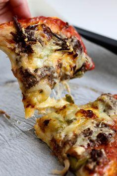 J'adore voyager en mangeant une bonne pizza bien chaude et légèrement croustillante. Osez le changement, et je suis sûre que vous ne serez pas déçu du résultat. Pour 4 à 6 personnes Préparation : 20 minutes Cuisson : 20 minutes 1 pâte à pizza maison (...