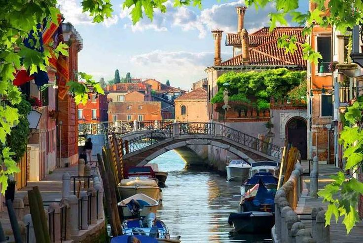 Get Discount Holidays 2017 - 4 or 6nt Venice & Lake Garda, Breakfast, Flights & Train Transfer - Optional Tours! for just: £149.00 4 or 6nt Venice & Lake Garda, Breakfast, Flights & Train Transfer - Optional Tours! BUY NOW for just £149.00