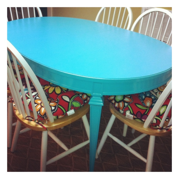 Turquoise kitchen table! Love!