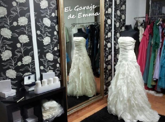 Estoy preparando un evento para NOVIAS con trajes de #segundamano,#vintage y nuevos con grandes descuentos. Todo para que podáis descubrir que NO HACE FALTA ARRUINARSE PARA CASARSE. +info www.isabeljorquera.com