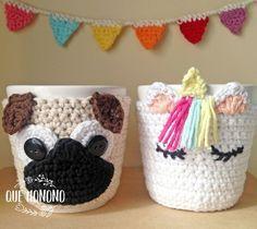 Taza de cerámica, con funda tejida a crochet. La funda es desmontable. Hilo de Algodón Medida: 10 cm de alto. Color: UNICORNIO BLANCO PUG CRUDO