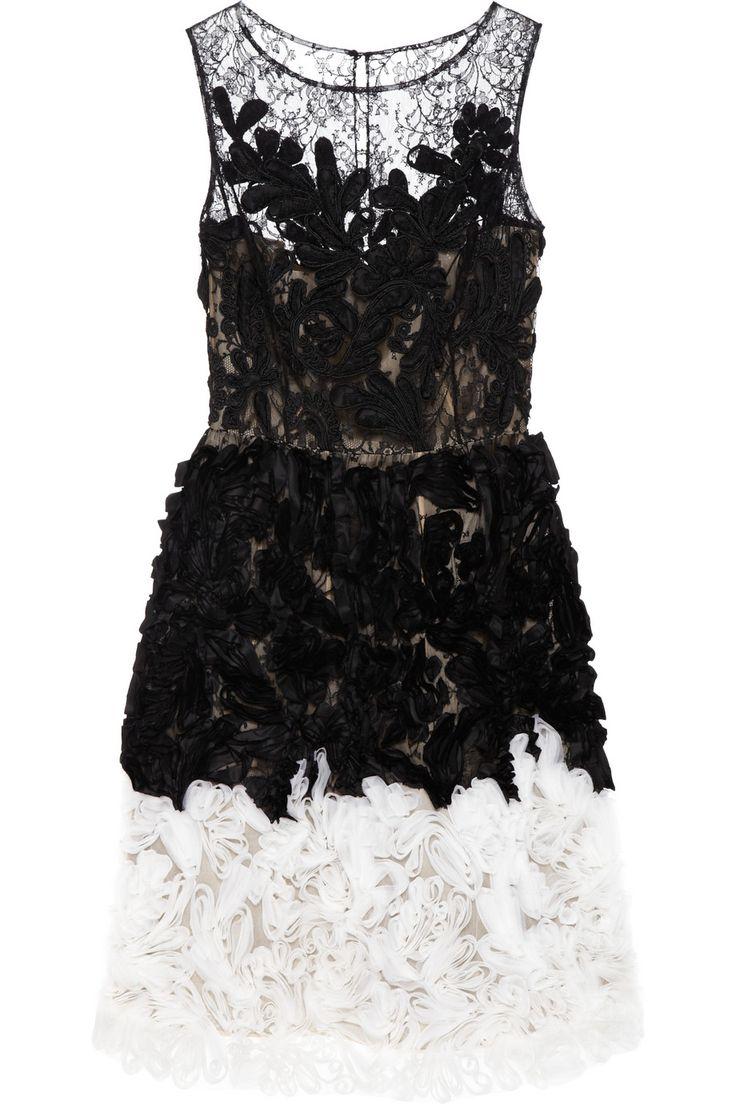 Oscar de la Renta  love it!!!!!!!!!!!!!!!!!!!!!!!!!!!!!!!!!!!!!!!!!!!!!!!!!: Renta Chantilly, Fashion, Share, Chantilly Lace, Income, Black White, Of The, Oscars, Organza Dresses
