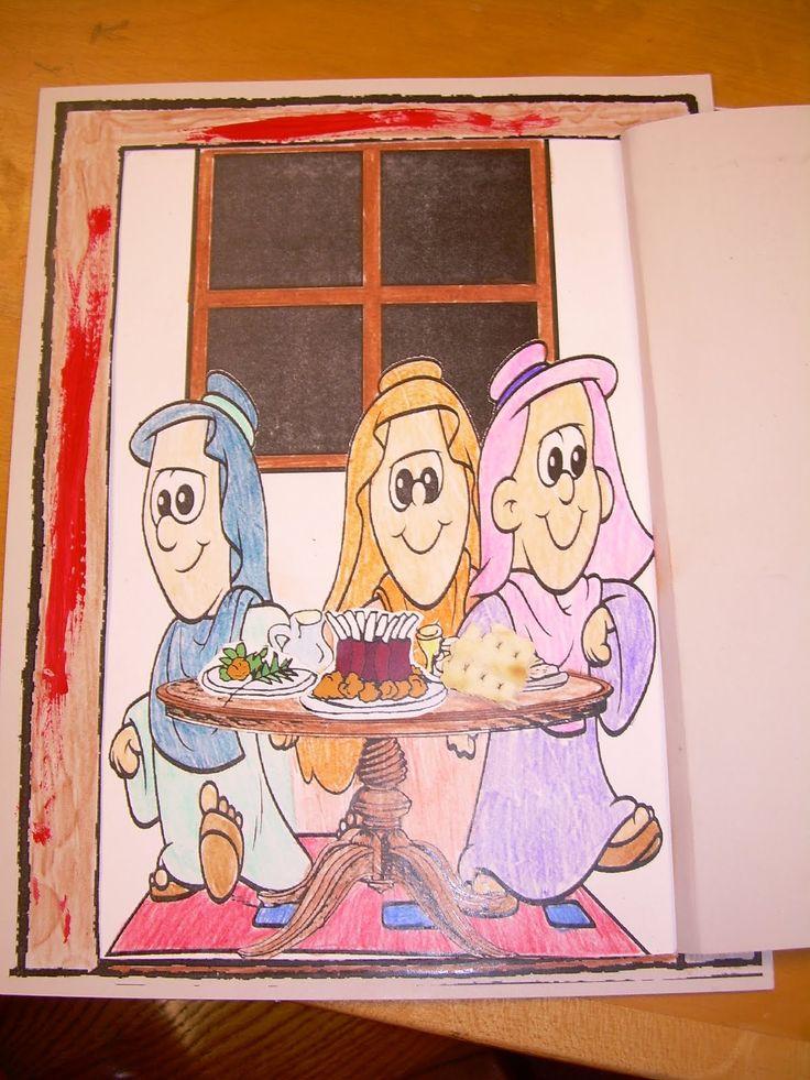 Dentro hay mujeres con bandejas con el pan sin levadura hierbas amargas y el cordero