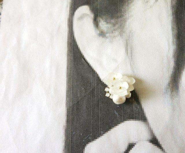 霞草の花束ビジューピアス