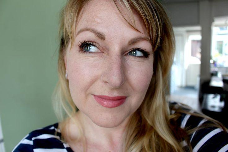 Primark eyeshadow palette: http://www.hillybillybeauty.nl/primark-ps-bronze-shadow-shade-palette/#more-6612