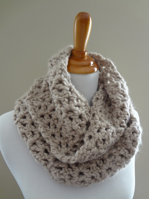 Crochet Patterns For Wool Ease : Infinity Scarf. free pattern 1.5 skeins wool ease thick ...