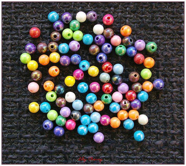Mix de 10 perles multicolores rondes effet nacré 5mm de diamètre : Perles en Plastique par lilycherry