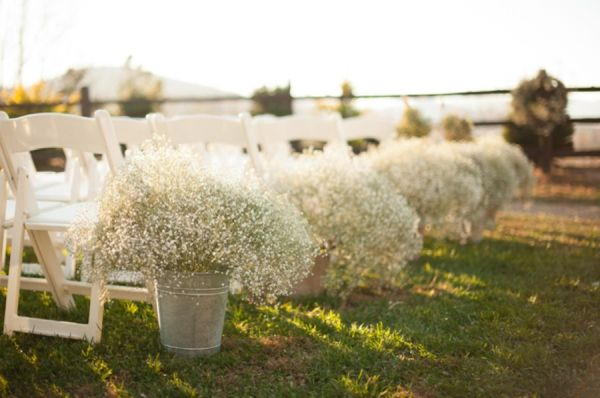 Galvanized buckets filled with BABY´S BREATH ceremony + aisle decor - Elegant Vintage Fall Wedding from A.J. Dunlap Photography - via heartloveweddings