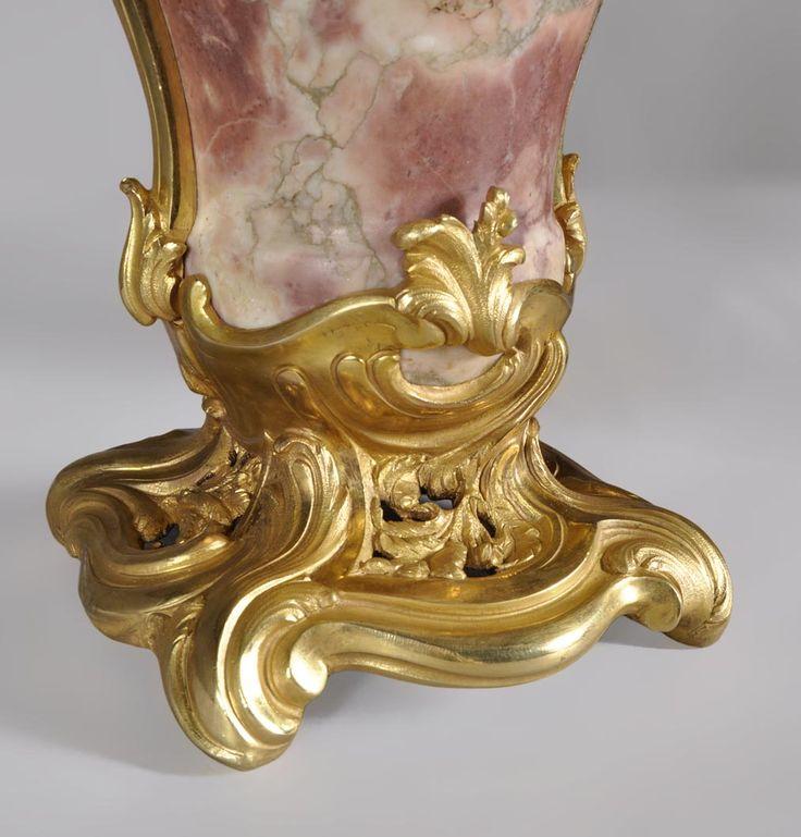 Paire de cassolettes de style Louis XV en marbre Fleur de Pêcher et bronze doré