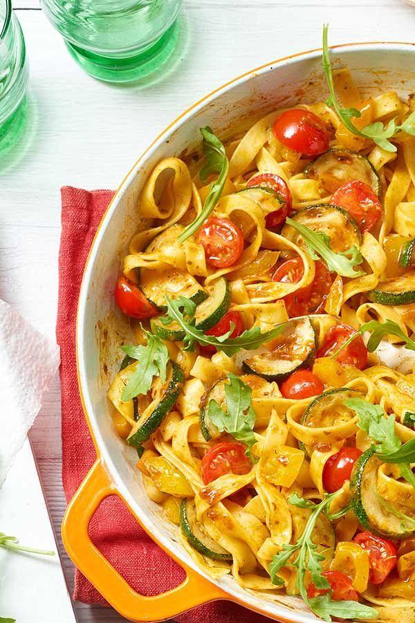 Ratz-fatz zubereitet: Tagliatelle-Gemüse-Pfanne mit Rucola #zucchini #nudelpfan…