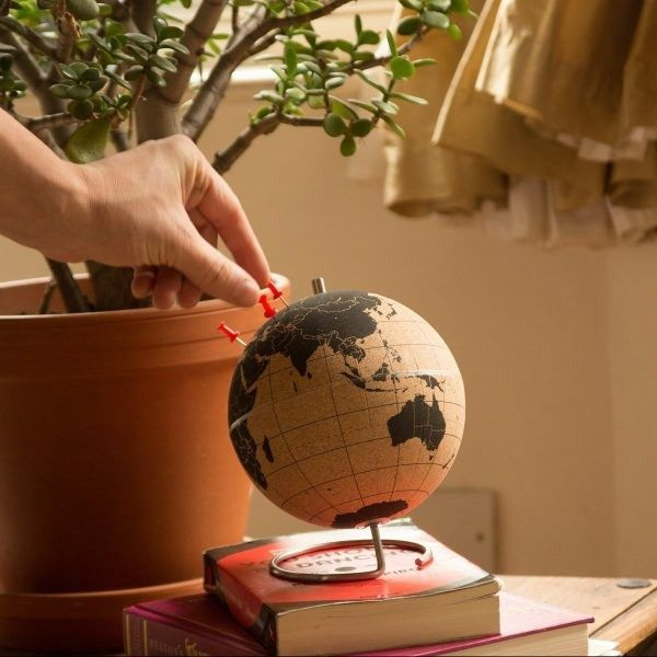 Schöner Vintage-Kork-Globus  praktische Gelegenheit  mithilfe von Pins  bereiste Orte weltweit - markieren