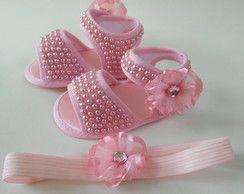 Sandália de bebê com pérolas
