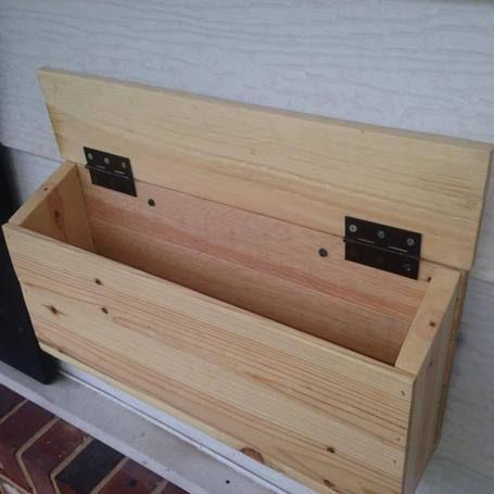 DIY Pallet Mailbox