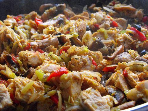 Peito de frango com legumes salteados - Galinha Maria