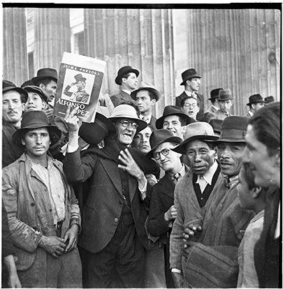 Manifestación política por candidato a la presidencia / Daniel Rodríguez / 1965 / Colección Museo de Bogotá: MdB 16465 / Todos los derechos reservados