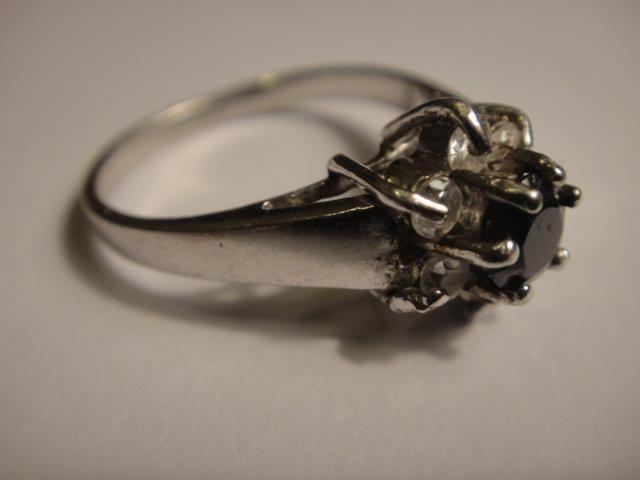 925 sterling silver ring onyx or garnet cut stone w. 6 x zircon vintage 18mm dia