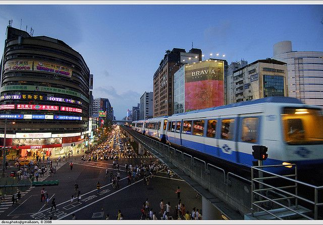 Da'an district, Taipei, Taiwan: Taipei metro Zhongxiao Fuxing Station (台北捷運  忠孝復興站), a transfer station for Wenshan line/Neihu line (brown line) and Nangang line (blue line), 4th busiest station