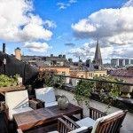 【眺めの良い上階の安息空間】屋外リビングとロフトのベッドルーム | 住宅デザイン