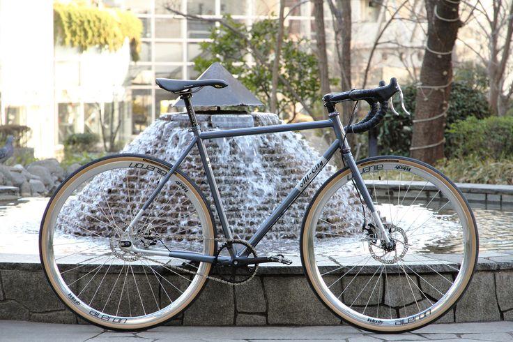 https://flic.kr/p/Qx7pUL   *ALL-CITY* nature boy disc   *ALL-CITY* Nature boy Disc complete bike BLUE LUG custom  Headset:*CHRIS KING* nothreadset wheels:*VELOCITY* aileron rim × *SHIMANO* deore xt hub Tire:*FAIRWEATHER* for traveler tire Crankset:*FAIRWEATHER* CX crankset Brake:*AVID* spyre Brake lever:*CANE CREEK* scr-5 road brake levers Handle:*RITCHEY* wcs evo curve Stem:*RITCHEY* comp Seat post:*THIMSON* elite Saddle:*SELLE ITALIA* flite 1990 saddle Bar tape:*LIZARD SKINS* DSP 2.5mm…
