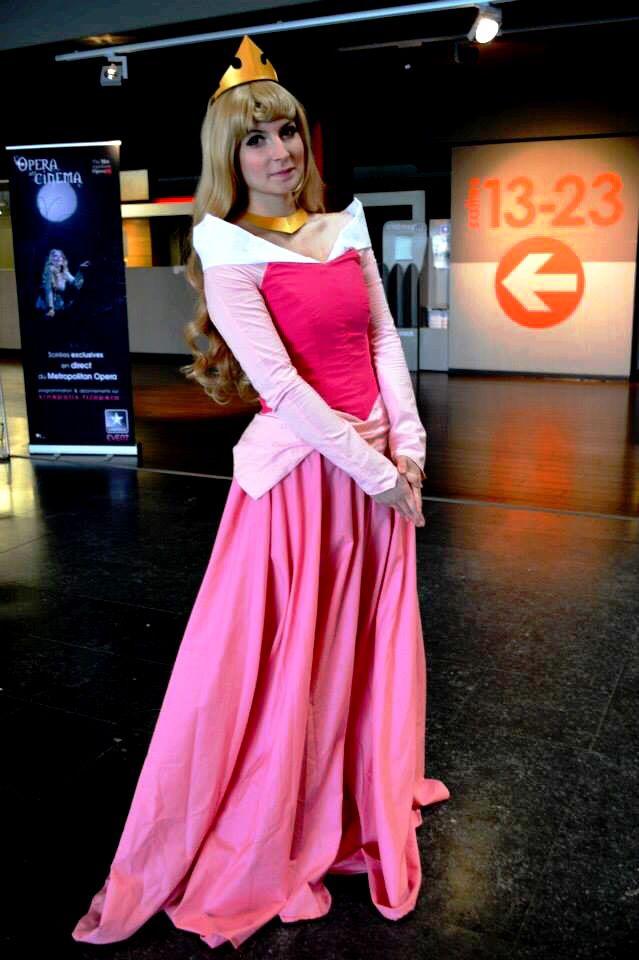 Princess Aurora cosplay - Sleeping Beauty www.cosplayquest.com & www.facebook.com/mycosplayquest #SleepingBeautyCosplay #SleepingBeautyCostume