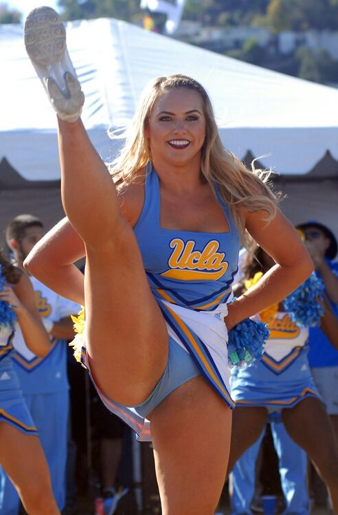 Hot football cheerleaders upskirt