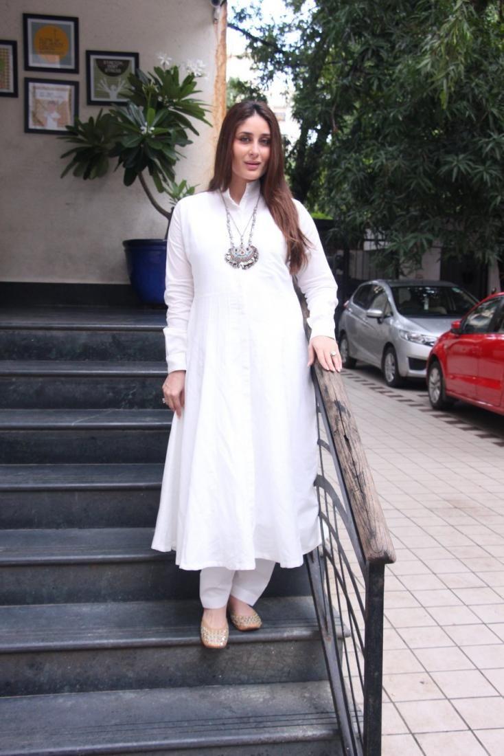 Kareena Kapoor Khan is a Vision in White , http://bostondesiconnection.com/kareena-kapoor-khan-vision-white/,  #KareenaKapoorKhan #KareenaKapoorKhanisaVisioninWhite #SaifAliKhan #VEEREDIWEDDING.