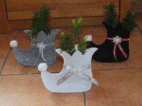 Weihnachten steht bald wieder vor der Tür. Diesen Nikolausstiefel kann man als kleines Mitbringsel oder für Geldgeschenke verwenden. Nett mit einem Schokonikolaus. Er ist aus Filz genäht mit...