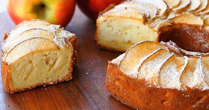 Ha gyors és könnyű finomságra vágysz, akkor érdemes elkészíteni ezt a fél óra alatt összedobható almás sütit. Mindenki imádni fogja, és olyan hamar el fog fogyni, mint amilyen hamar megsül!