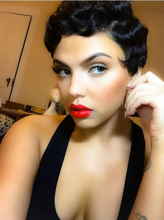 Does this remind anyone else of Betty Boop? She could really pull that look off!