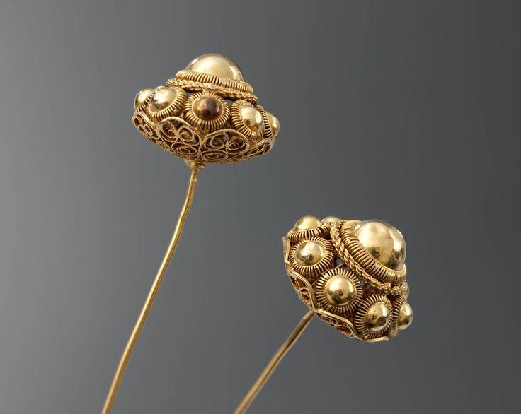 Paar gouden 'knopspelden', Nieuw- en St.Joosland, circa 1925