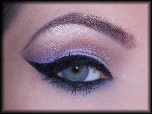 15. Na zakończenie makijażu oczu, tuszuję rzęsy. Jeśli macie życzenie, możecie dodać również sztuczne rzęsy. Ja zdecydowałam się tego nie robić.