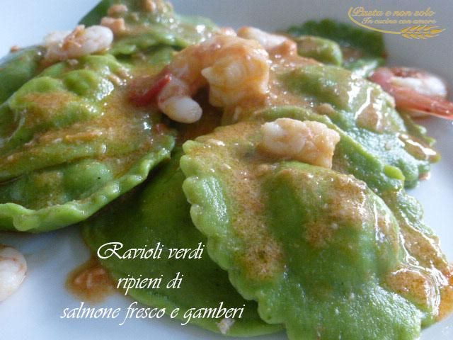 ravioli verdi di salmone fresco e gamberi    http://www.pastaenonsolo.it/ravioli-verdi-di-salmone-fresco-e-gamberi/