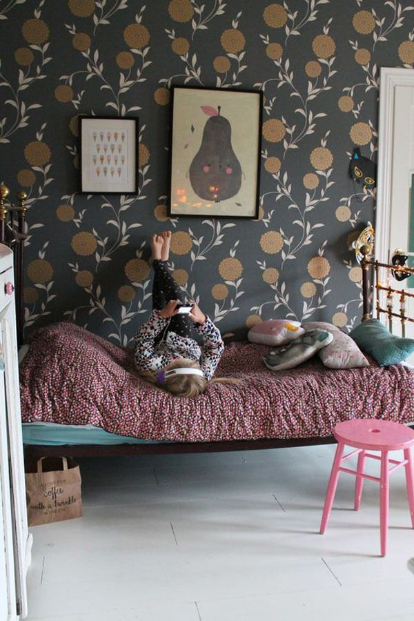 Dark wallpaper in a girl's room - Why not? http://petitandsmall.com/wallpapers-original-touch-kids-room/