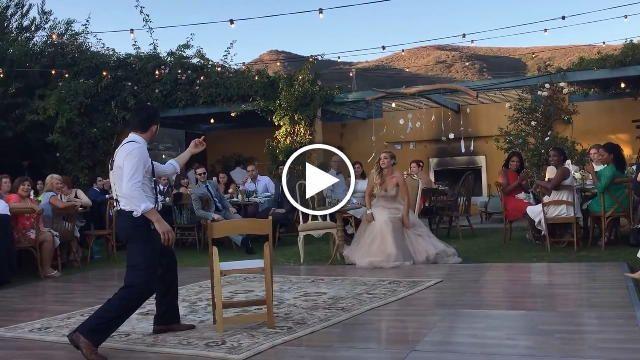Un matrimonio magico. Con un ballo, quello fra sposo e sposa, da lasciare a bocca aperta. Il comico e mago americano Justin Willman, stella del...