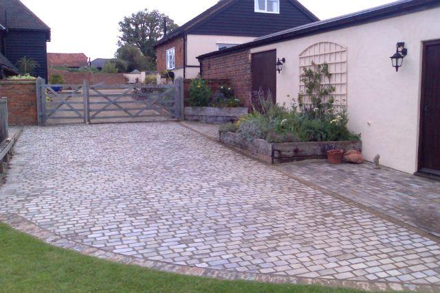 Evolving Spaces Landscape Designs LTD - Driveway.