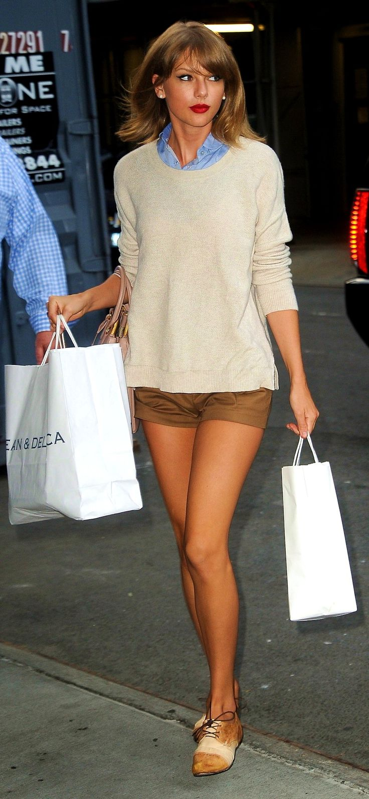 Taylor Swift ; Out and about, New York, July 2014 ; American Apparel shirt, Bed|Stu oxfords & Tod's bag