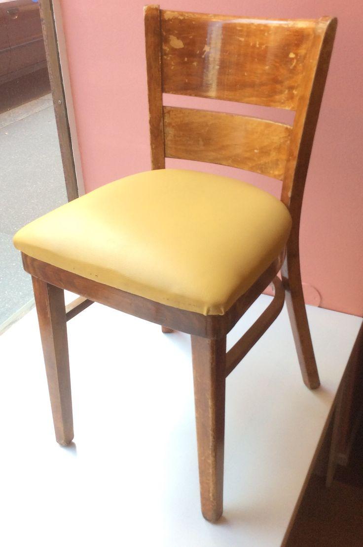jykevä puinen tuoli kellertävällä istuinpehmusteella, 2 kpl