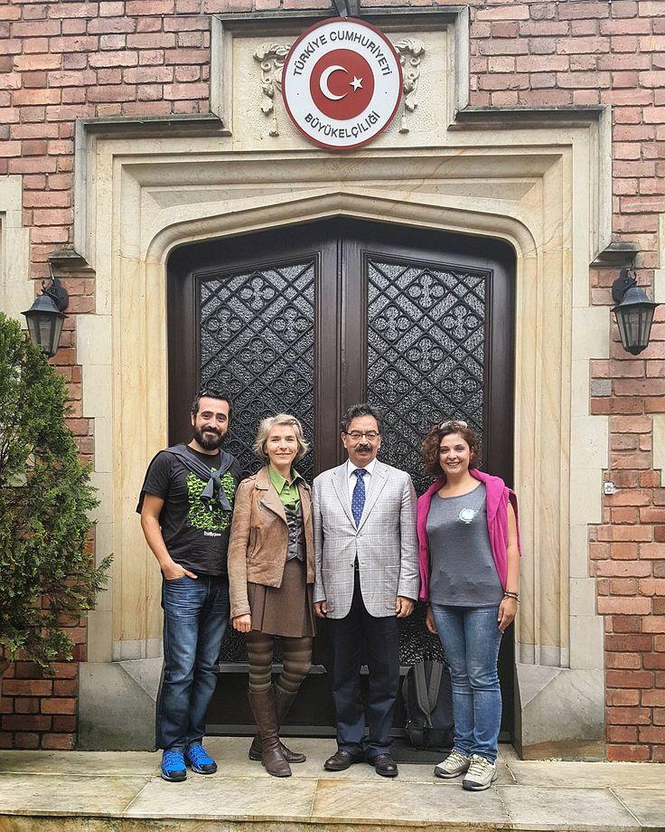 Bugün Bogota'da Türkiye Büyükelçiliğini ziyaret edip sayın büyükelçimiz Engin Yürür ve eşi Barçın Hanımla tanıştık. Bizi çok sıcak bir şekilde ağırladılar. Güney Amerika üzerine konuşup kendilerinden bir çok faydalı bilgi edindik. Uzaklarda olsak da Türkiyedeymiş gibi hissetmek güzeldi. Kendilerine ve konsolosluk personeline çok teşekkür ediyoruz. #uzaklaryakin #bogota #colombia #kolombiya #gezgin #macera #yolculuk #cokgezenlerkulubu #turkishfollowers #gezi #traveltheworld #seyahat…