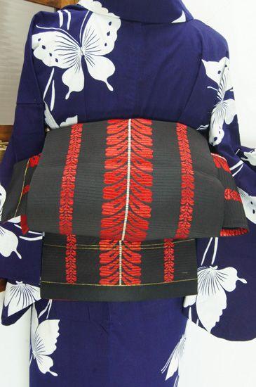黒地に鮮やかに映える緋色美しく、藤の花房縞が小粋な単帯です。 #kimono