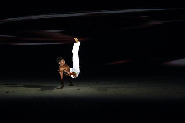 Olympia 2016: Ein Tänzer zeigt den brasilianischen Kampftanz Capoeira.