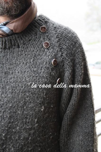 maglione da uomo a raglan con bottoni legno e argento