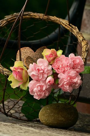 wish a happy valentine day to your friend by sending fresh roses you can send fresh roses to your relative on every vocation to celebrate.