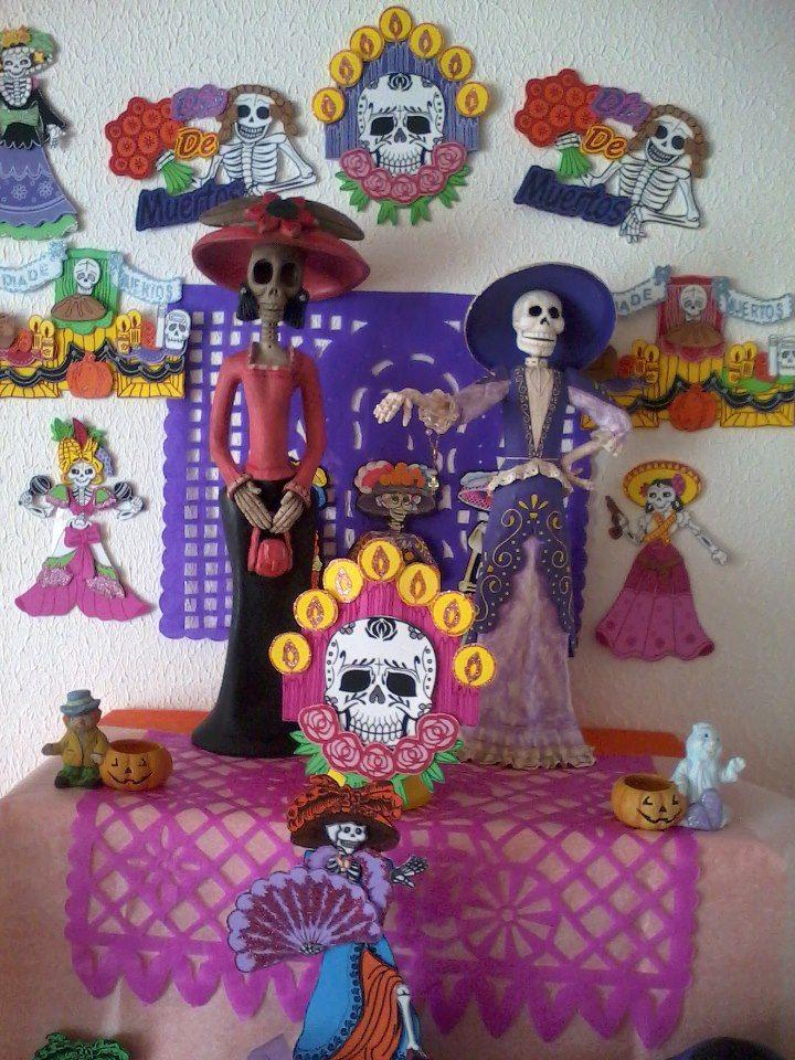 Catrinas dia de muertos papel mache mis manualidades for Decoracion de puertas de dia de muertos